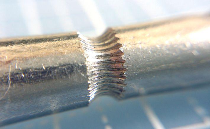 完成したhobbed-boltホブボルトの溝部分を拡大