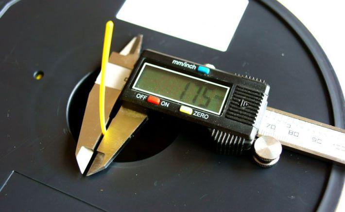 PLA1.75mmフィラメントの太さ計測の画像