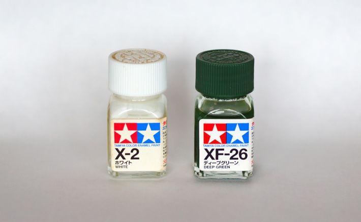 塗装に使ったエナメル塗装2色